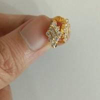 anting jepit model ketupat mata putih 1 gram emas muda
