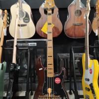 Squier Classic Vibe 70s Precision Bass Guitar ,Maple FB,Walnut,BMJ