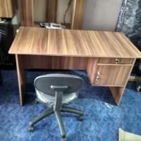 Dijual Meja Kantor 1 Set Dengan Kursi Pegas Berkualitas