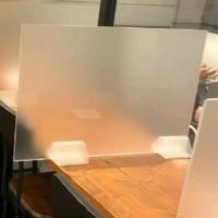 AKRILIK PARTISI / PEMBATAS MEJA ACRYLIC DOFF Kaki Segitiga - 120 x 60 cm