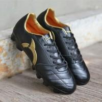 Ortuseight Sepatu Sepak Bola Mirage Black Gold Murah Original
