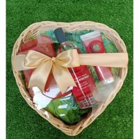 Paket seserahan The Body Shop Gift Set Medium Body Care