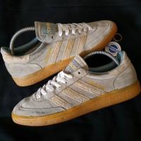 Sepatu adidas SPEZIAL abu cerah strip crem -size 44 used