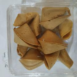 Fortune Cookies Toples Kotak
