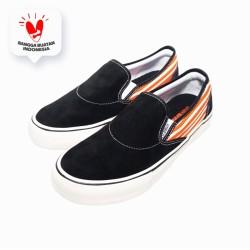 Sepatu Sneakers - Saint Barkley Cullen Slip On Black Orange Line