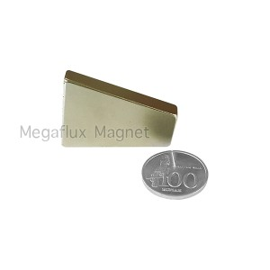 Trapesium (30 + 15) x 40 x 7 mm , Neodymium Magnet N40, super kuat