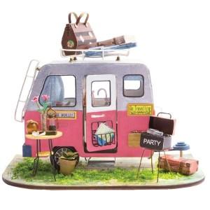 DGM04 - Happy Camper