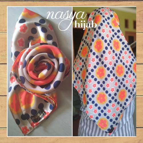 Foto Produk Hijab Kerudung Segi Empat Nasya - Bahan Silky dari juraganbajudotcom