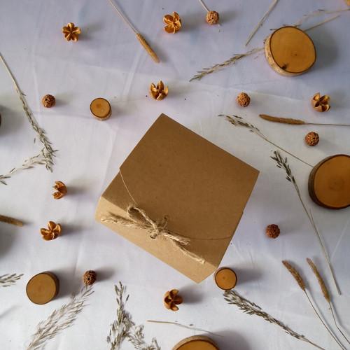 Foto Produk BOX PERSEGI,BAHAN BROWN KRAFT 280 gr UKURAN 11,5 X11,5 X 5cm PLUS TALI dari TENONENONET