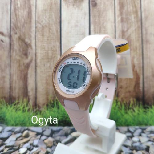 Foto Produk Q&Q QQ QnQ Digital Jam Tangan Wanita Strap Pink M195J006Y Original dari Ogyta Shop