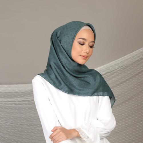 Foto Produk Hijab Wanita Plain Scarf Voal Diario x Nagita Slavina - Wind Blown dari diario