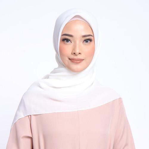 Foto Produk ZM Zaskia Mecca - Sana Ivory Hijab Kerudung Segi Empat dari Zaskia Mecca Official