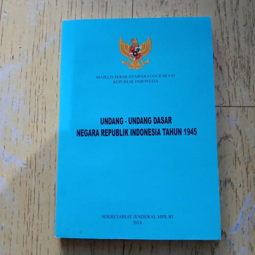 Foto Produk Undang Undang Dasar Negara Republik Indonesia Tahun 1945 dari Zola book's