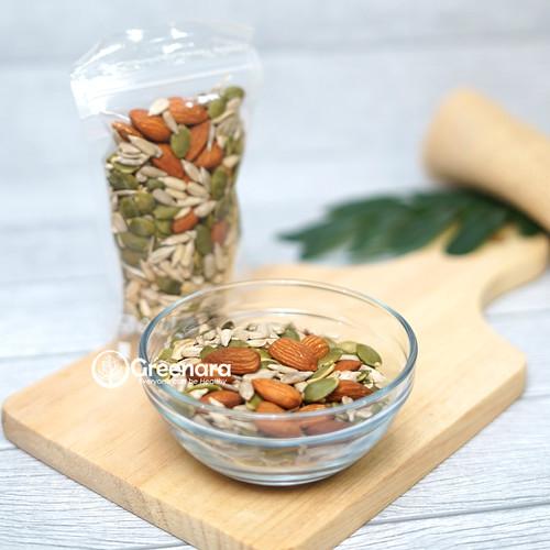 Foto Produk Family Mixed Nuts 100gr ( almond , pumpkin seed , sunflower seed ) dari Greenara