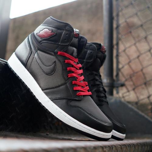 Foto Produk Sepatu kasual pria nike air jordan black satin gym red black premium - BLACK SATIN, 40 dari Sepatu Distro Bandung
