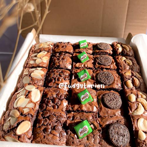 Foto Produk Fudge Brownies Blok Fudgytarian (Mix Topping) dari Fudgytarian