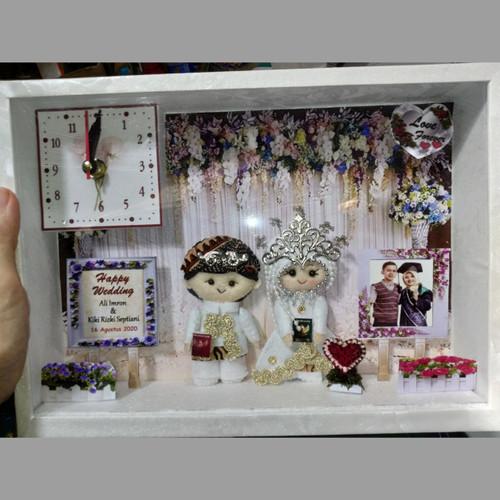 Foto Produk kado unik pernikahan hadiah wedding, Boneka pengantin jam box 3D dari flanel_acc