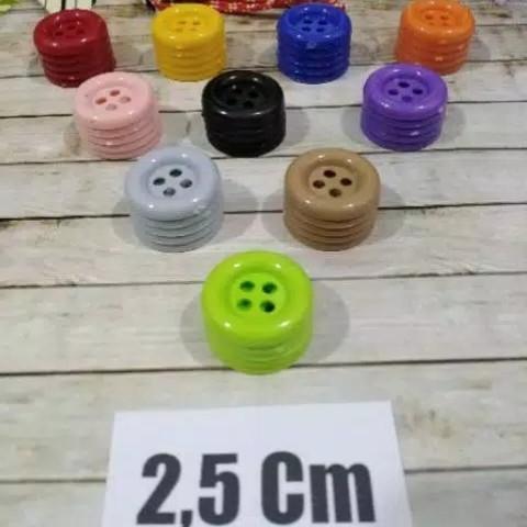 Foto Produk Mainan MONTESSORI Meronce Kancing Besar 2.5 cm / Kancing Jumbo / Kanci dari Cupikacupiki