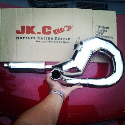 Foto Produk BlackViper ProDrag - Knalpot Vespa Racing Pro Drag Model Udang Kanan dari JuraganKnalpotDotCom