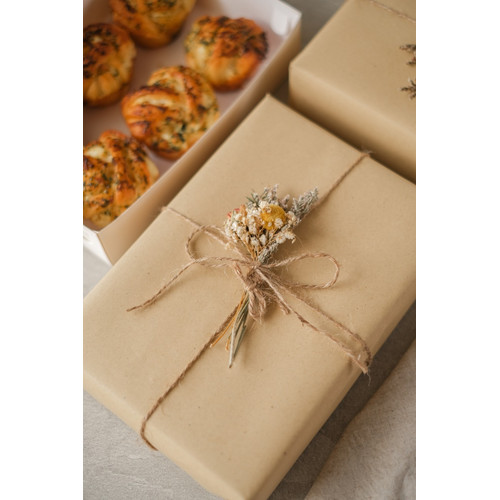 Foto Produk (PRE ORDER) Hampers Package (Box of 6 pcs with Wrapping and Card) - Original dari my sister bakes