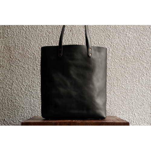 Foto Produk Slim Leather Tote Black dari letsdothis
