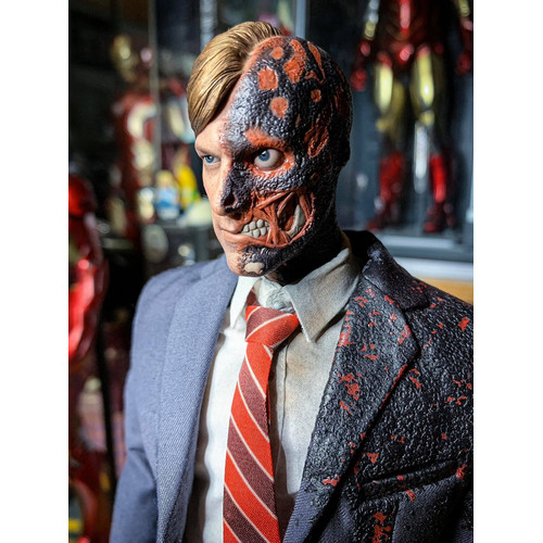 Foto Produk Hot Toys TWO-FACE TDK EXCLUSIVE 2019 dari Nic-cell