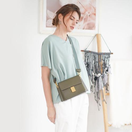 Foto Produk Clara Blouse Beatrice Clothing (V-Neck Blouse) - Tosca dari Beatrice Clothing