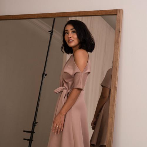 Foto Produk Ariana Wrap Dress Midi - Rosetaupe - S dari At Vezzo
