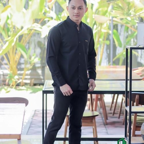 Foto Produk Kemeja Hitam Polos Lengan Panjang Pria   Kemeja Slimfit - Hitam, M dari slowzer daily wear