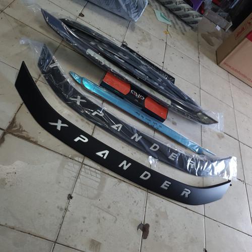 Foto Produk Hood Molding Emboss Kap Mesin Hitam Black Xpander dari Mega Oriental Motor