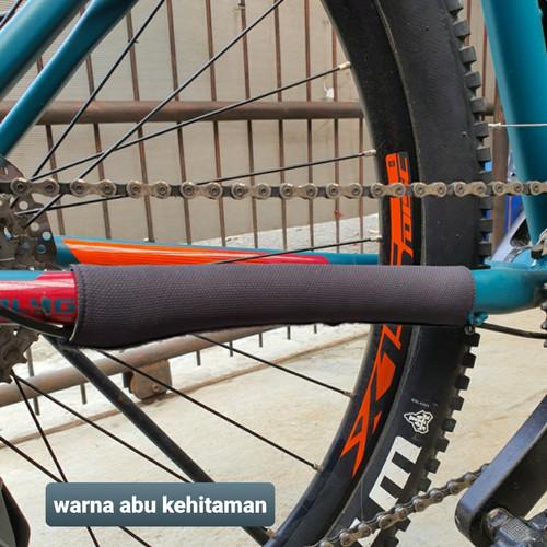 Foto Produk Pelindung rantai sepeda - chain protector - pelindung frame sepeda - Hitam dari Uwo Sports