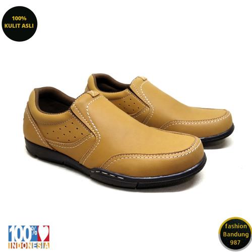 Foto Produk Sepatu kasual pria kulit asli model slip on premium KZ 01 - Tan, 39 dari Fashion Bandung 987