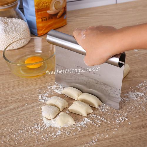 Foto Produk Pastry scraper, dough cutter, cake scraper / scraper kue stainless dari Authenticbags_closet