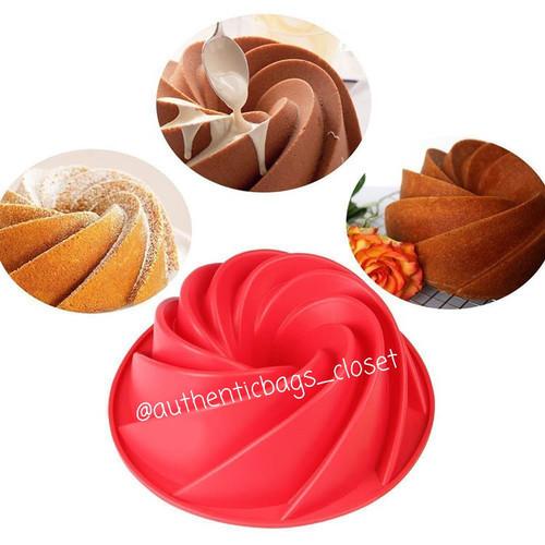 Foto Produk Loyang kue silicone, cetakan kue, pudding spiral blade ukuran 24.5cm dari Authenticbags_closet
