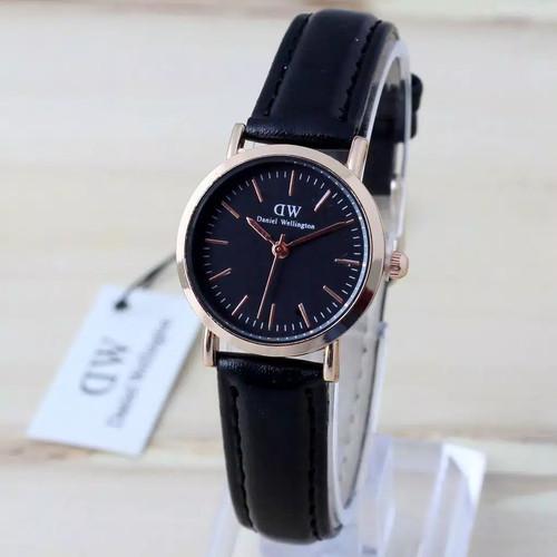 Foto Produk Jam Tangan Wanita Tali kulit D_W Cocok dipakai siapapun - Hitam dari RinRin Collection1