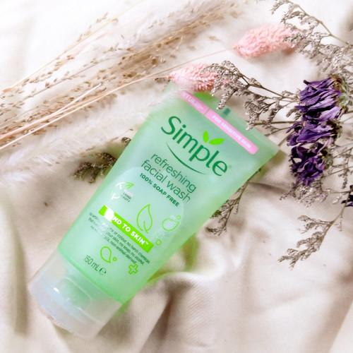 Foto Produk Simple refreshing facial wash 150 ml dari TinyBeauty