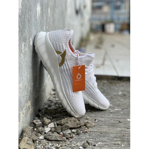 Foto Produk Sepatu running ortuseight Frontier Offwhite new 2020 dari Kicosport