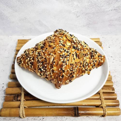 Foto Produk Don Bakeshop Croissant - Seeded Croissant dari Don Bakeshop