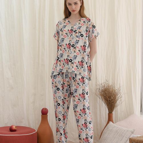 Foto Produk Arabella set in White Abstract - Sleepwear / Piyama Baju Tidur Rayon dari Raha Sleepwear