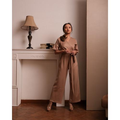 Foto Produk Roxanne Jumpsuit - Rosetaupe - S dari At Vezzo