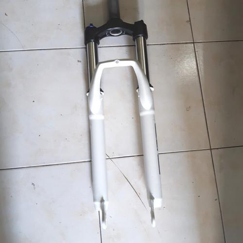 Foto Produk fork avand evo 326 discbrake lock out ban 26 dari farras bikes