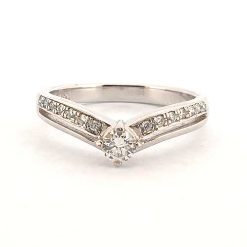 Foto Produk Cincin Emas Berlian Triangle Ring Diamond - SR 0834W dari Goldmart Official Shop