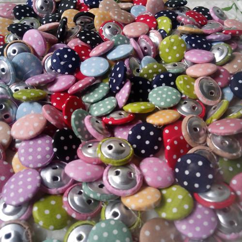 Foto Produk Fabric Button Kancing Bungkus Polka 2cm per 50 pcs dari Kutique Craft