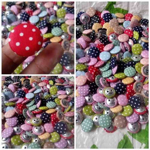 Foto Produk Fabric Button Kancing Bungkus Polka 2cm per 100 pcs dari Kutique Craft