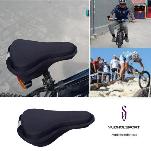 Foto Produk Bantal Jok Sarung Sadel Sepeda Empuk Bike 3D Gel Pad Saddle Reflektor dari Fudholahshop