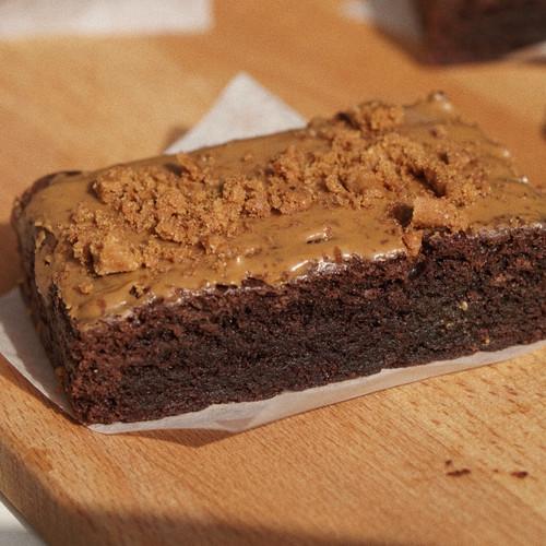 Foto Produk Lotus Biscoff Fudgy Brownies - Personal Size dari Breena Cake and Cookies