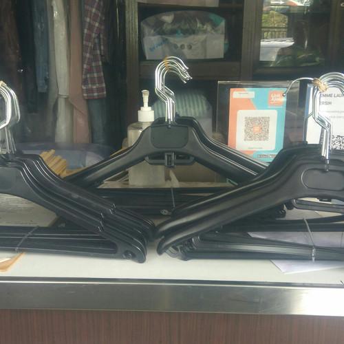 Foto Produk Gantungan Baju Hanger Baju Murah Plastik 12pc Pria Wanita Grosir dari sumbercahaya_fatimah