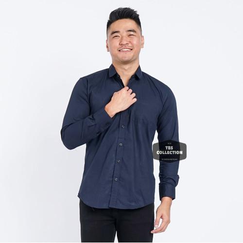 Foto Produk Kemeja Lengan Panjang Pria Biru Gelap Dark Blue Polos Slimfit 3264 - Navy, M dari TBS Shop
