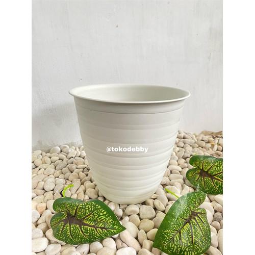 Foto Produk Pot Bunga JM Ruby PUTIH 25 Tirus Tinggi Design Tawon dari Toko Debby