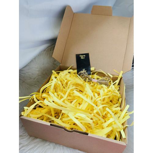 Foto Produk 25x25x10cm box hampers / kotak kado / kertas cacah warna warni - Kuning dari Vidadays